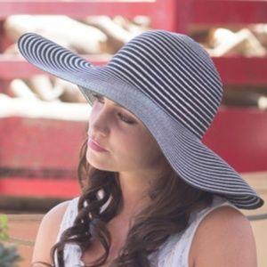 Accessories - 🐞Black & Silver Striped Floppy Sun Hat